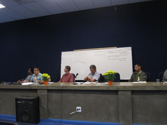 Marcelo Werner da Silva realiza sua comunicação durante o II Simpósio Nacional de Geografia, Literatura e Arte (São Paulo, junho, 2013)