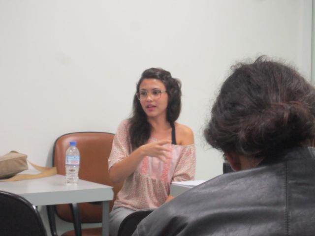Priscila Viana Alves realiza sua comunicação durante o II Simpósio Nacional de Geografia, Literatura e Arte (São Paulo, junho, 2013)
